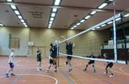 Der letzte Angriff des TSHG scheiterte leider am perfekten Block des Gegners.  Foto: W. Metschke