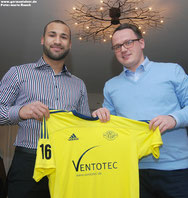 Mesut Sürer (links) mit VfL-Teammanager Henning Baumann.
