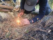 Ohne Hilfsmittel Feuer machen