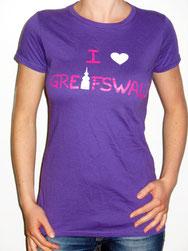 I love Greifswald-Damenshirt, violett/lila (Jenny) mit pinker Schrift und weißem Herz/Turm.