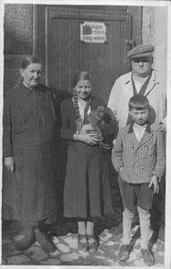 Hermann Bauer und Frau Frieda, Enkelkinder Irmgard und Kurt