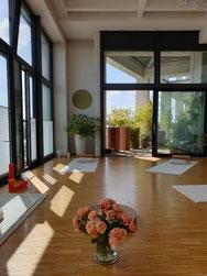 Yoga im Stadtregal in Ulm
