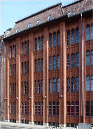 """Ernst Flemming: Neubau der """"Höheren Fachschule für Textil- und Bekleidungsindustrie"""", erbaut 1914"""