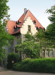 """1890 ließen Bruno Müller ein prächtiges Haus im gotischen Stil bauen: Die """"Müllerburg""""."""