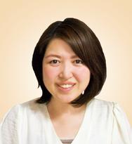 (株)シエル 代表取締役 太田純子 当社は、女性を笑顔にをモットーにお悩みサポート用品の企画や販売をしております。 かつら専門メーカー直販のシエルだからできる、低価格で高品質のウィッグの提供。 髪のお悩みを持つ、少しでも多くの方に知ってもらいたいという想いでこの訪問サポートを始めました。私自身も脱毛経験があります。悩んでいる方を1人でも笑顔にするお手伝いをしたい、 そんな想いでやらせていただいております。よろしくお願い致します。