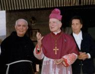 Il vescovo mons. Renato Spallanzani tra padre Blasucci e Gianna