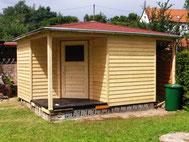 Gartenhaus mit Schindeln und Vordach