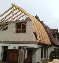 Satteldach mit gebogenen Dachsparren