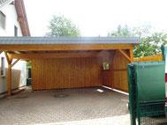 Doppel-Carport mit Dachpappe, Schuppen und Schieferblende