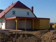 Carport mit Dachpappe, Schuppen und Blende