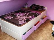 Bett aus Fichte mit Rollkästen