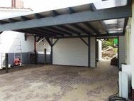 Carport mit Dachpappe, Lichtband und Schuppen
