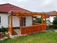 Terrassenüberdachung mit Hohlkammerplatten und Glas-Festteilen