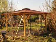 Pavillon mit Bitumenschindeln