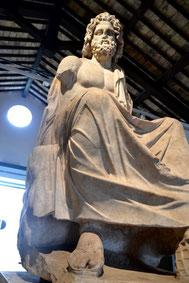 OmoGirando la Villa dei Quintili - La statua di Giove