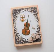 Geschenkschachtel mit Musikmotiven