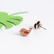 bijoux pour enfant ou maman en bois assemblés à la main en France. modèle oiseau gravure laser. Puces d'oreilles ou boucles d'oreilles originales et uniques créées par my little fox.