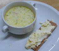 Kalkeitoo (Fischsupe) und dazu Kotijuusto (finnischer Frischkäse auf Knäckebrot)