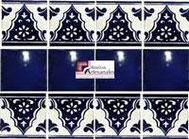 Cenefa en Azulejo Talavera modelo Sierra con Liso Azul Cobalto en 10.5 x 10.5 cm, ideal para baños y cocinas mexicanas lo encuentras en Rústicos Artesanales visítanos en nuestra web www.rusticosartesanales.com