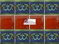 Cenefa en Azulejo Talavera modelo Guía Especial Azul con Verde con Liso Terracota Real en 10.5 x 10.5 cm, ideal para baños y cocinas mexicanas lo encuentras en Rústicos Artesanales visítanos en nuestra web www.rusticosartesanales.com