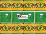 Cenefa en Azulejo Talavera modelo Guía Especial Mostaza con Liso Verde Deslavado en 10.5 x 10.5 cm, ideal para baños y cocinas mexicanas lo encuentras en Rústicos Artesanales visítanos en nuestra web www.rusticosartesanales.com