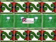 Cenefa en Azulejo Talavera modelo Chilena en fondon Blanco con Liso Verde Deslavado mexicano con Verde en 10.5 x 10.5 cm, ideal para baños y cocinas mexicanas lo encuentras en Rústicos Artesanales visítanos en nuestra web www.rusticosartesanales.com