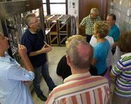 Bei der Weinprobe und dem Rundgang durch das Weingut wird Ihnen auch die Abfüllanlage erklärt.