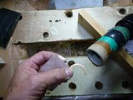 タイヤハウスをジクソーで切りました。これから紙やすり、手磨きで丸くなるように磨いていきます