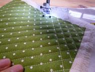 木のモチーフの布の部分もふっくらと見えるようにミシンでキルトしてから作っていきます