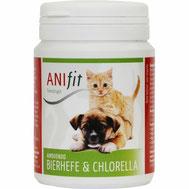 Bierhefe ist die reichste natürliche Quelle an B-Vitaminen, Aminosäuren und Spurenelementen. Diese vielen Nährstoffe gleichen Mangelzustände bei Hunden und Katzen aus. Auch die Chlorella Alge ist sehr nährstoffreich, unterstützt die Darmtätigkeit.