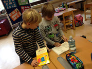 Lesen mit Lesepatenkindern