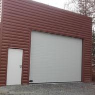 Porte de garage sectionnelle blanche par ACMB Charpente metallique construction Brioux 79