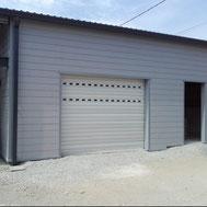 Porte de garage enroulable par ACMB Charpente metallique construction Brioux 79