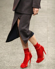 Samt Socken Rot Trend Frau Mode Fashion Deutschland Haus Glanz Design Berlin Streetstyle Influencer