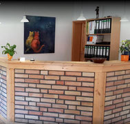 Blick auf den Empfangsbereich der Tierarztparxis Teltow-Fläming