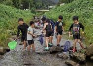 上越科学館は、水辺環境を楽しく学ぶためのお手伝いを行っています。