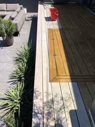 Terrassenboden Accoya teils gereinigt bzw. nachgeölt