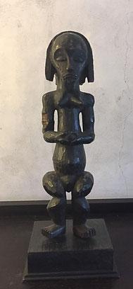 Héritages des Arts Premiers - Gardien de reliquaire Fang/Gabon - Bois foncé - 70cm avec socle