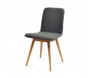 Gazzda-Stuhl-ENA-mit-dem-Tisch-Fawn-im-Zimmer