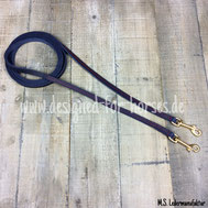 Dunkelblaue Fettlederzügel mit Ziernaht und Messingkarabinern 12mm