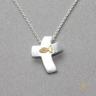 Bild: kleines Kreuz mit Fisch, Schmuckbrise ,Goldschmiede Hildebrandt Flensburg