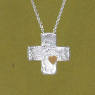Bild:Kreuzanhänger gleichschenklig mit struktur , handgefertigt aus der Schmuckbrise in Flensburg von Andrea Hildebrandt