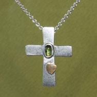 Bild:Kreuzanhänger Silber 2,2cm, handgefertigt von Andrea Hildebrandt aus Flensburg in der Goldschmiede Schmuckbrise