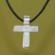Bild: Silberkreuz 2,8cm, handgefertigt von Andrea Hildebrandt aus Flensburg in der Goldschmiede Schmuckbrise