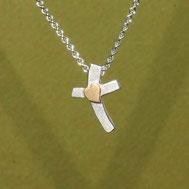 Silberkreuz klein mit Herz aus Gold,1,6cm, handgefertigt von Andrea Hildebrandt aus Flensburg in der Goldschmiede Schmuckbrise