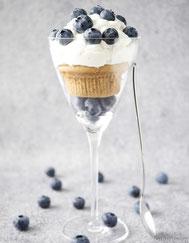 Muffin mit Baisersahne und Blaubeeren