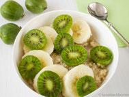 Quinoa-Bowl mit Kiwibeeren