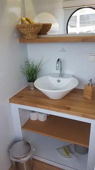 Hausboote mieten 4 Personen Brandenburg. Die Toilette des Hausbootes.