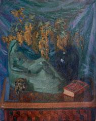 Stilleben mit Blumen und Skulpturen