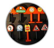 Hier finden Sie Duplo verschiedene Basic Steine. Von Verkehrszeichen über Baustellenschilder, Uhren und vieles mehr.